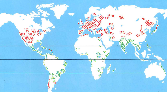 Map of world highlighting sugar cane producing countries in green and sugar beet producing countries in red